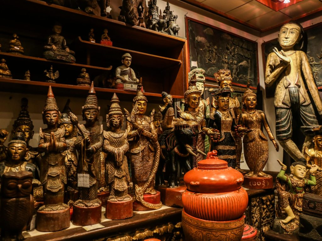 List of Best Shopping Places & Things to Buy in Bhutan - Streaming Words