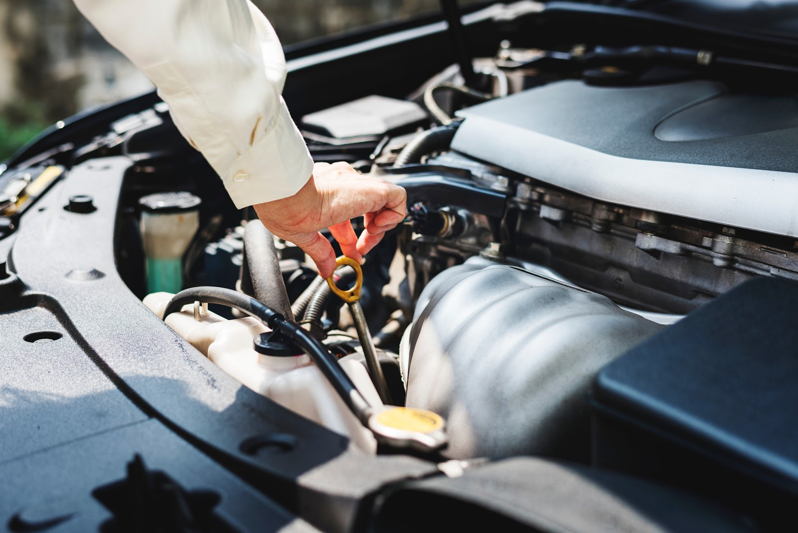 Reasons For Leaking Your Car Oil