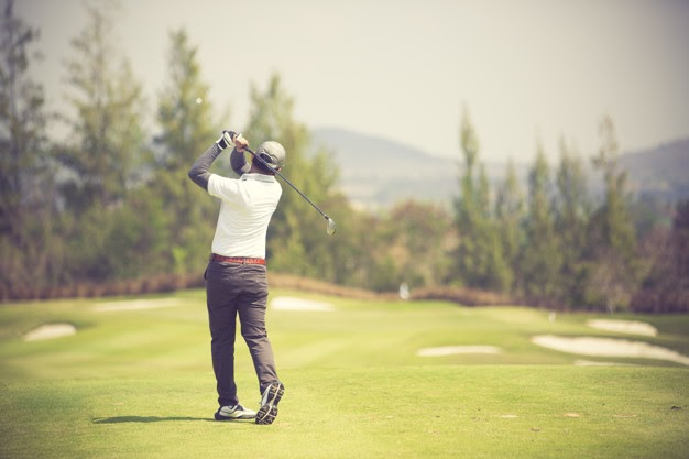 How Does Practicing with a Golf Simulator Improve Your Game?