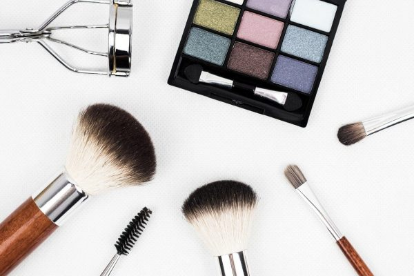 Top Base Makeup Mistakes that you should Avoid